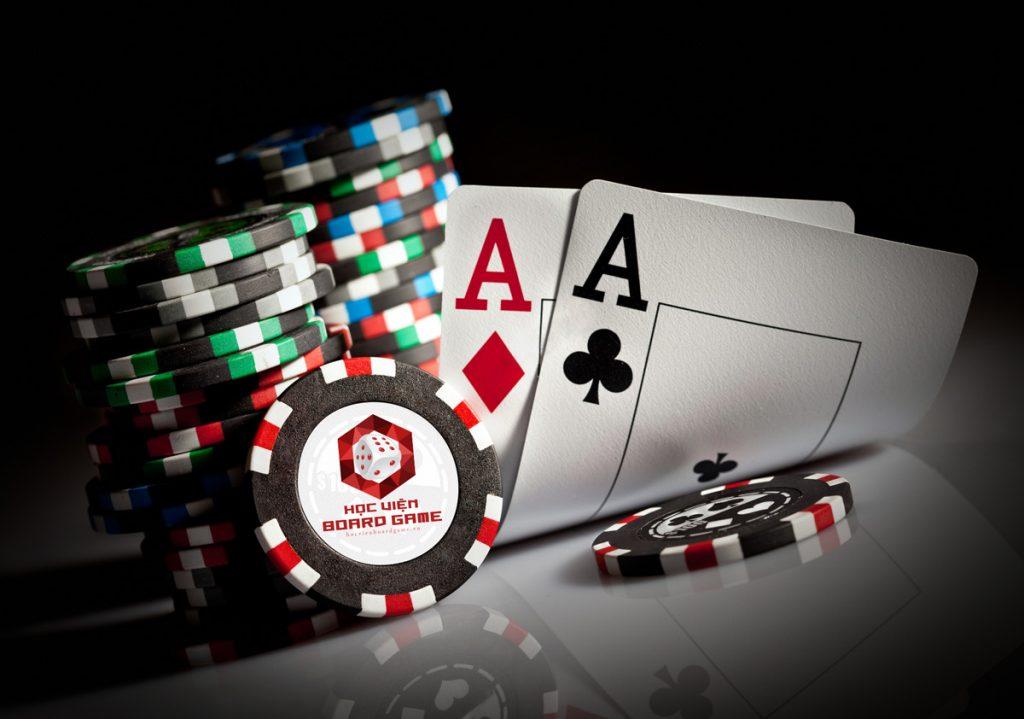 Các chip đặt cược nhỏ, nhưng có thẻ lớn trong tay là phải All - in